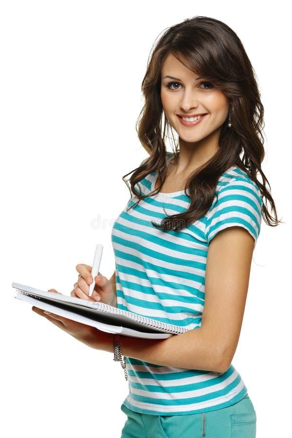 Femme d'étudiant effectuant des notes dans le carnet photos libres de droits