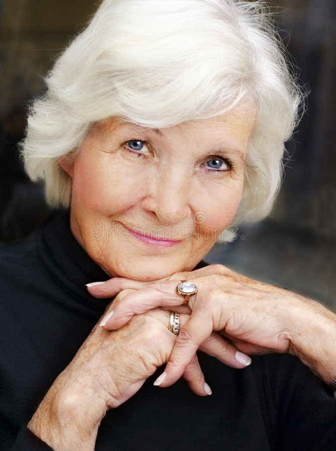 femme d'aîné de verticale photo libre de droits