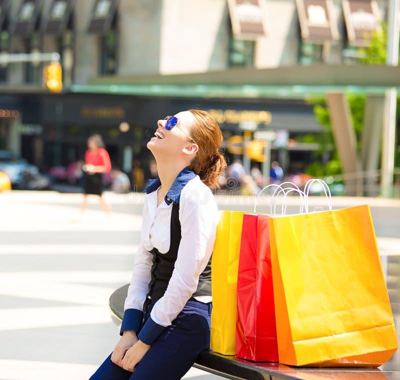 Femme d'achats à New York City photographie stock libre de droits