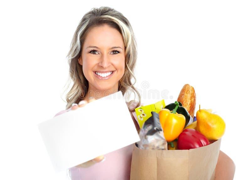 Femme d'achats avec un sac de nourriture photographie stock libre de droits