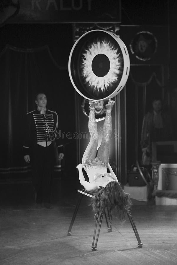 Femme d'acrobate au cirque photos stock