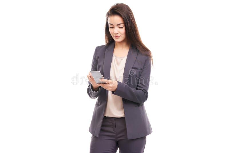 Femme d'affaires à l'aide du téléphone photos stock