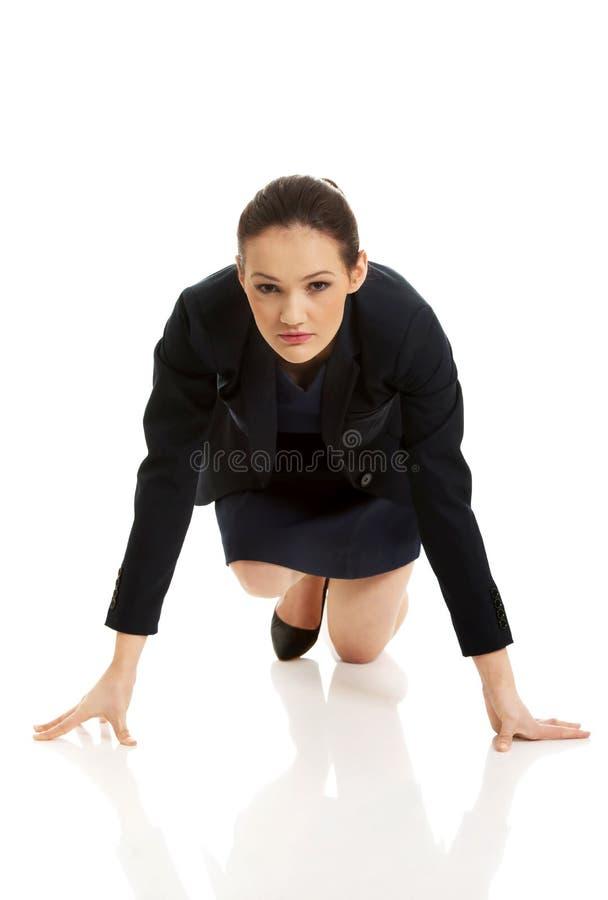 Femme d'affaires étant prête pour la concurrence photographie stock libre de droits