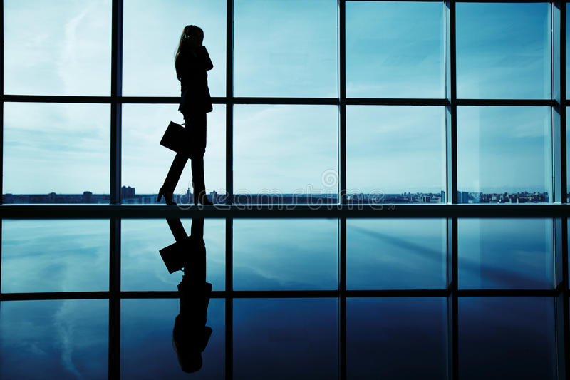 Femme d'affaires appelle image libre de droits