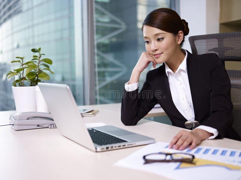 Femme d'affaires asiatique photo libre de droits