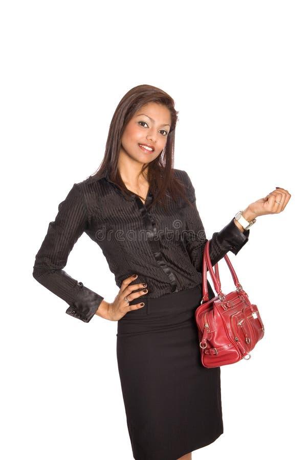Femme d'affaires asiatique avec le sac à main en cuir rouge, photo libre de droits