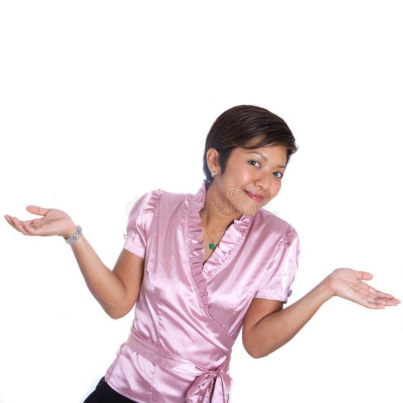 Femme d'affaires asiatique gesticulant l'épaule image stock