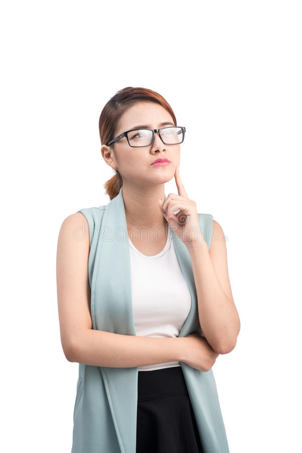 Femme d'affaires asiatique réfléchie recherchant - d'isolement au-dessus d'un petit morceau images libres de droits