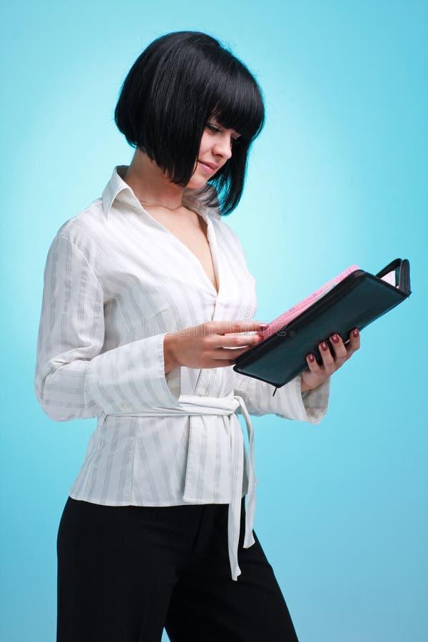 Femme d'affaires avec l'agenda image stock