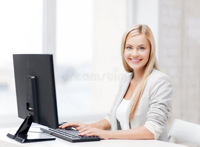 Femme d'affaires avec l'ordinateur photos stock