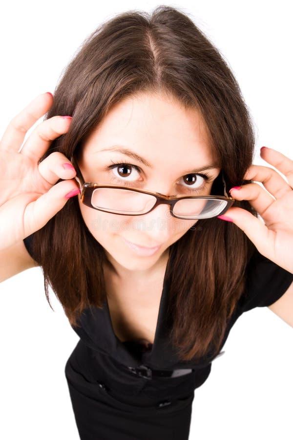 Femme d'affaires avec la verticale grande-angulaire de lunettes photographie stock