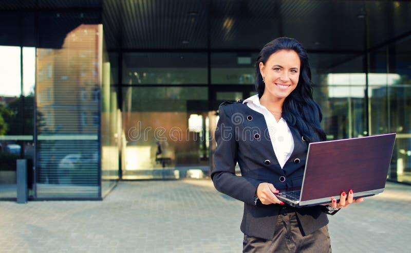 Femme d'affaires avec le cahier photos libres de droits
