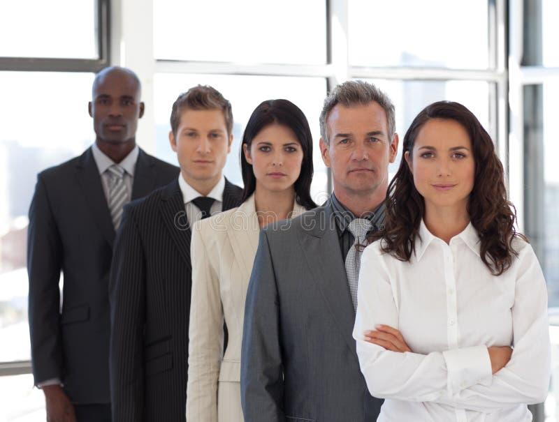 Femme d'affaires avec le groupe à l'arrière-plan photos libres de droits