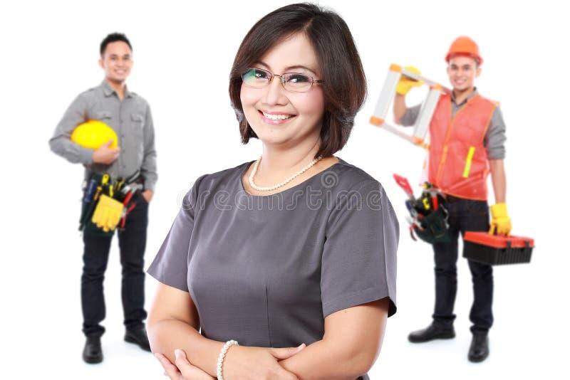 Femme d'affaires avec le groupe du travailleur professionnel au backgroun photo libre de droits