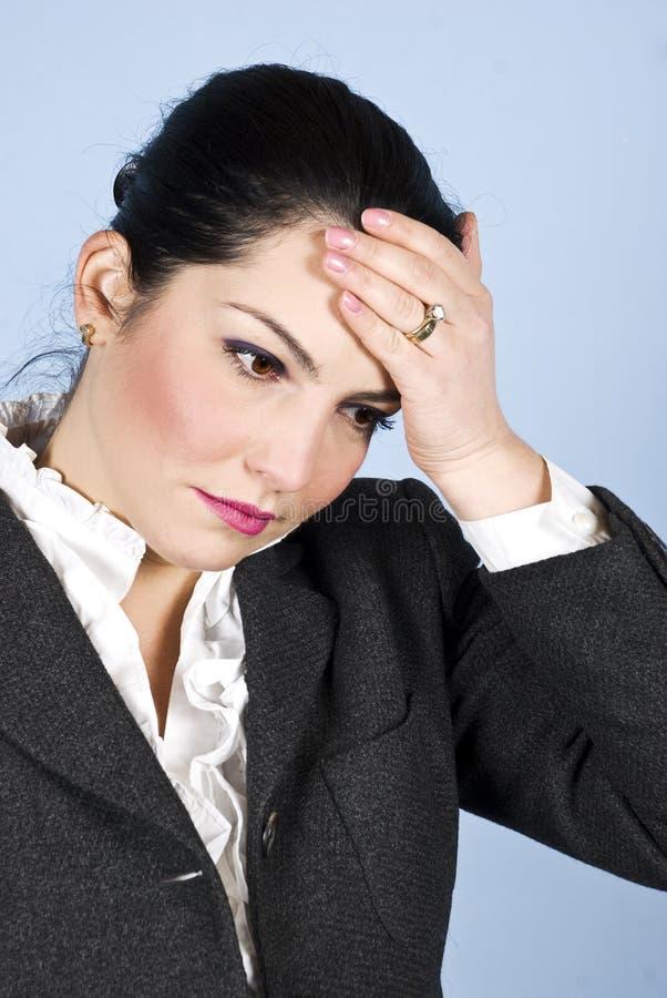 Femme d'affaires avec le mal de tête ou les problèmes photo libre de droits