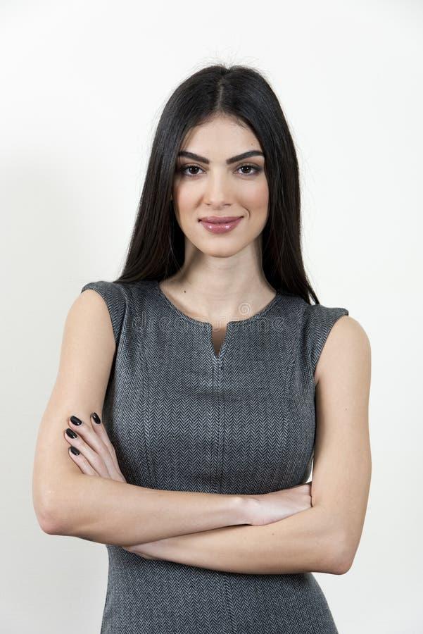 Femme d'affaires avec les bras croisés image stock