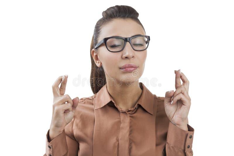 Femme d'affaires avec les doigts croisés, d'isolement photo libre de droits
