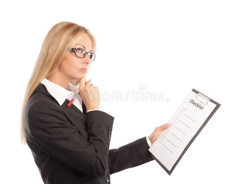 Femme d'affaires avec une liste de contrôle photos stock