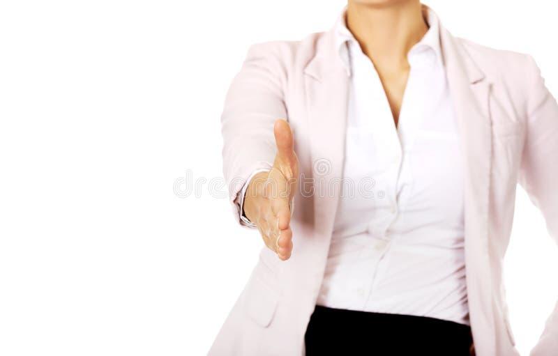 Femme d'affaires avec une main ouverte prête pour la poignée de main photos libres de droits