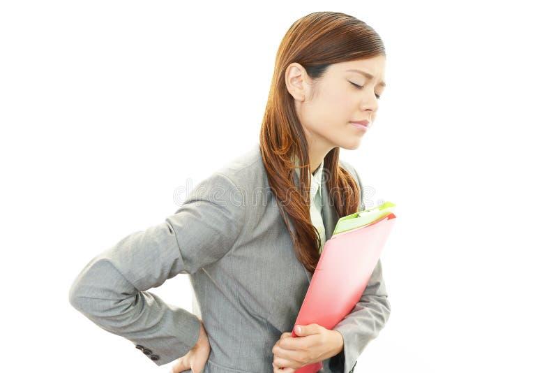 Femme d'affaires ayant des douleurs de dos photos stock