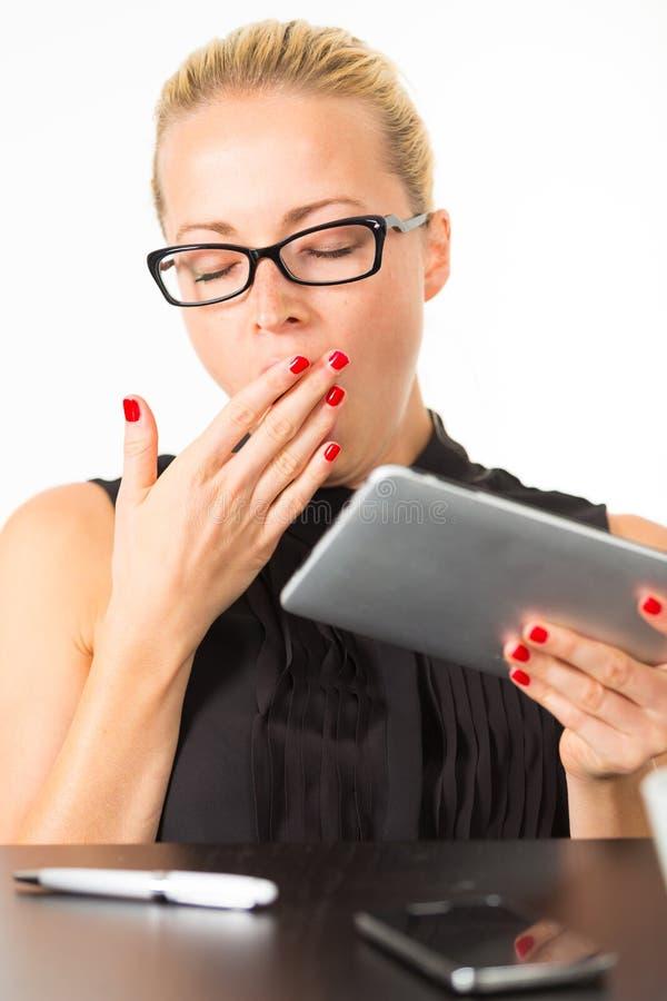 Download Femme d'affaires baîllant photo stock. Image du tard - 56484928