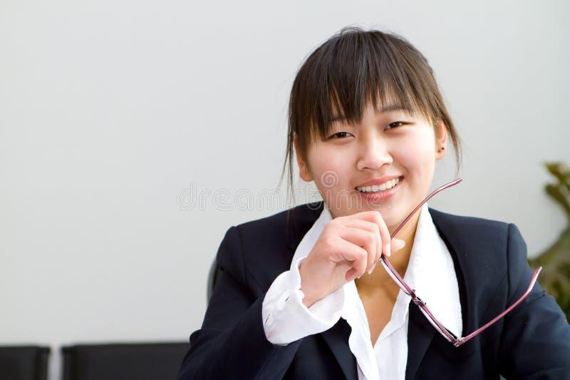 Femme d'affaires chinoise mignonne photographie stock libre de droits