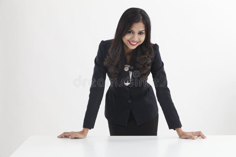 Femme d'affaires confiante image stock