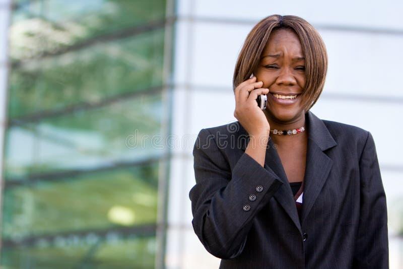 Femme d'affaires d'Afro-américain avec le téléphone photographie stock