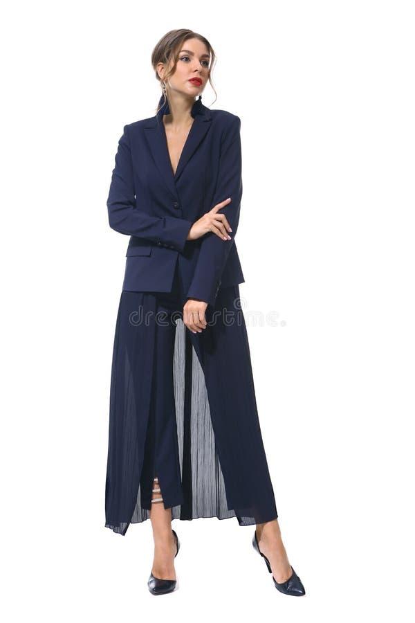 Femme d'affaires dans des vêtements formels d'isolement sur le blanc photographie stock libre de droits