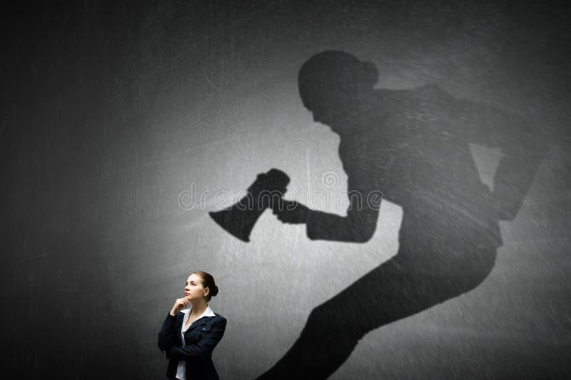 Femme d'affaires dans la chambre vide Media mélangé image libre de droits