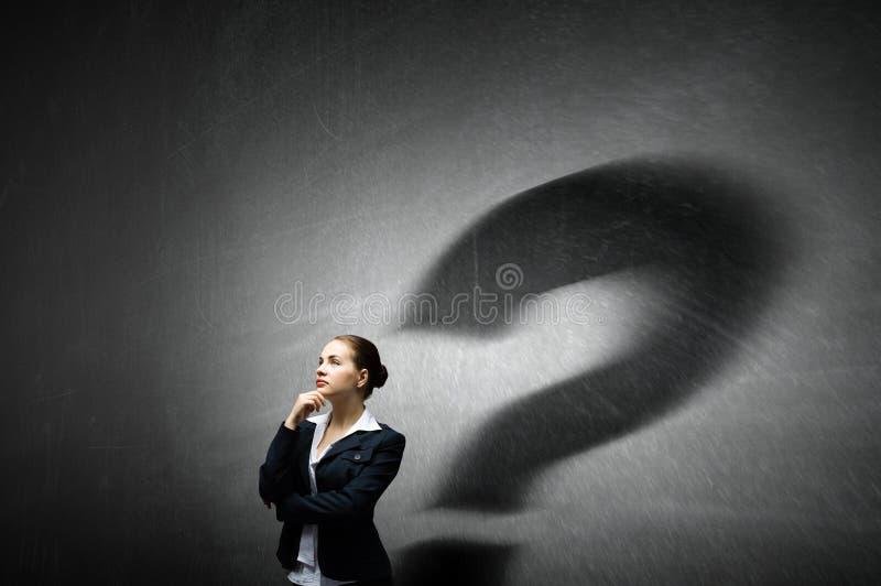 Femme d'affaires dans la chambre vide Media mélangé photographie stock