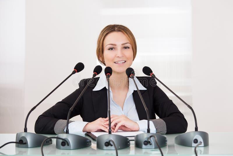 Femme d'affaires dans la conférence image stock