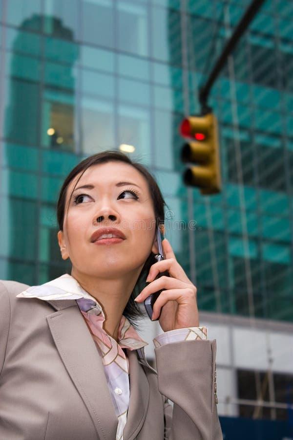 Femme d'affaires dans la ville images libres de droits