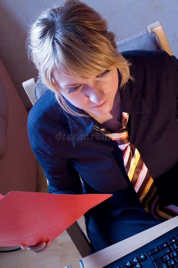 Femme d'affaires dans le bureau 2 image libre de droits