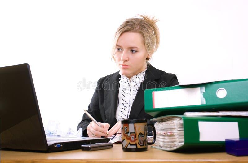 Femme d'affaires dans le bureau photo libre de droits