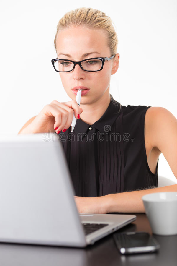 Download Femme D'affaires Dans Le Bureau Photo stock - Image du chemisier, affaires: 56483446