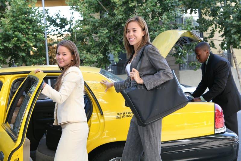 Femme D Affaires Dans Le Taxi Image stock