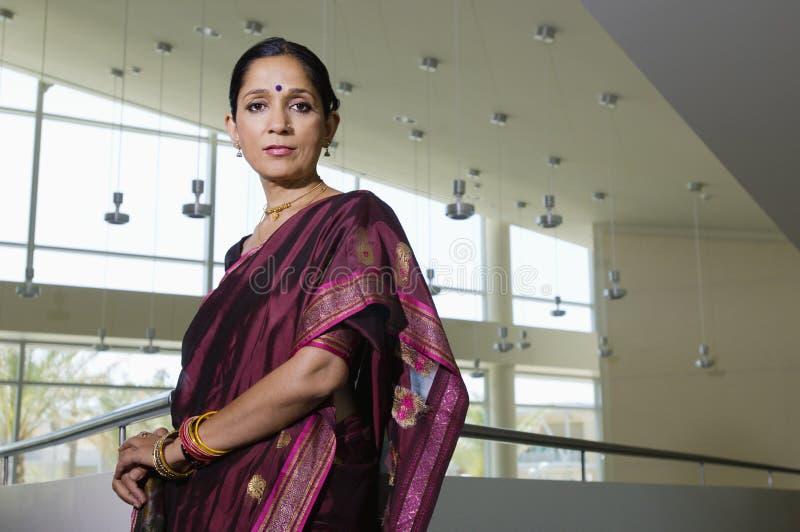 Femme d'affaires dans Sari images libres de droits
