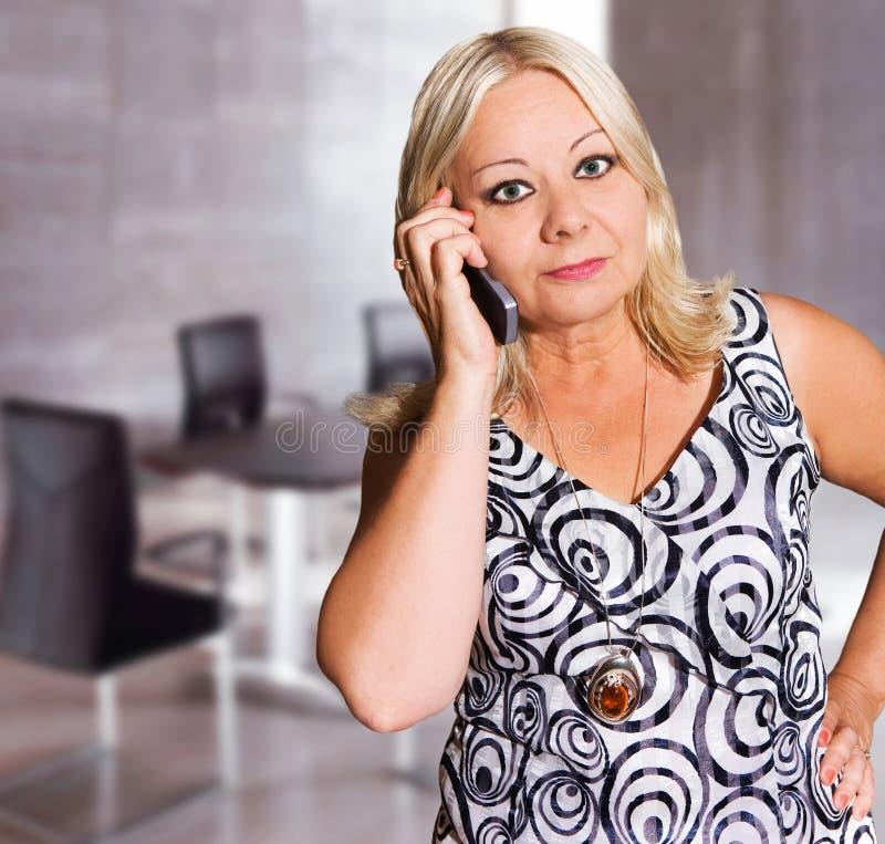 Femme d'affaires dans son bureau photos libres de droits