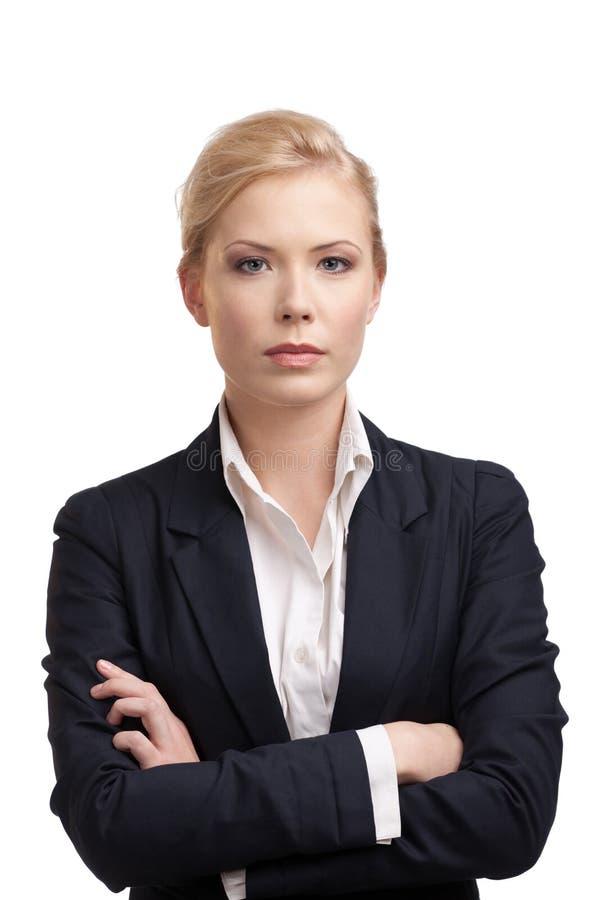 Femme d'affaires dans un procès noir images stock