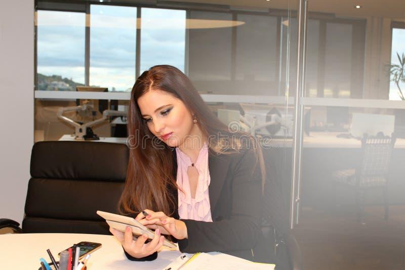Femme d'affaires de bureau image stock