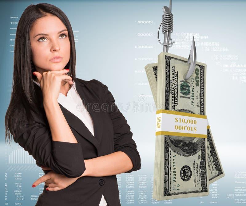 Femme d'affaires de pensée avec l'argent image stock