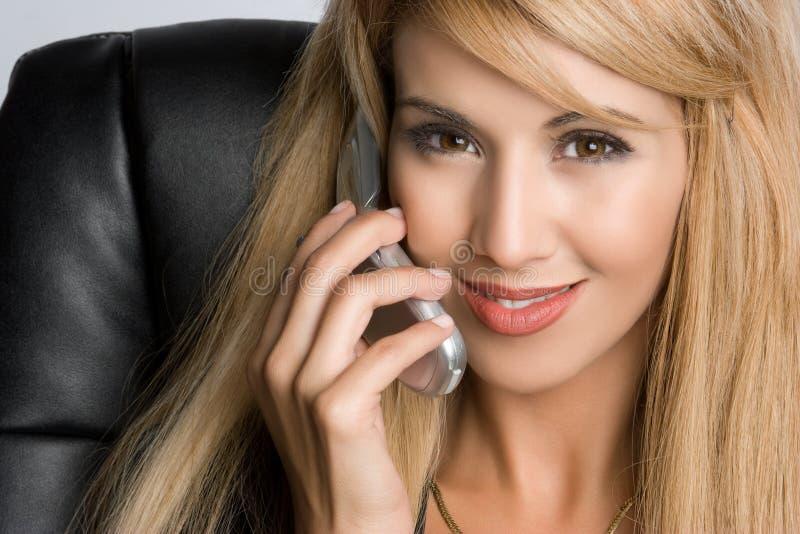 Femme d'affaires de téléphone images stock