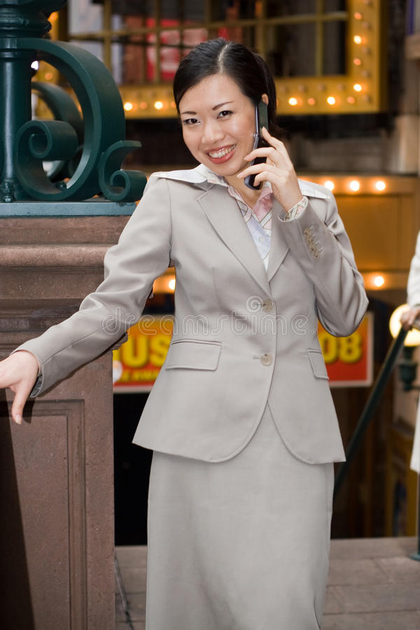 Femme d'affaires de ville image stock