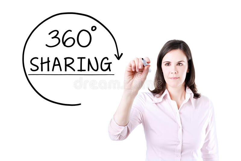 Femme d'affaires dessinant des 360 degrés partageant le concept sur l'écran virtuel photo stock