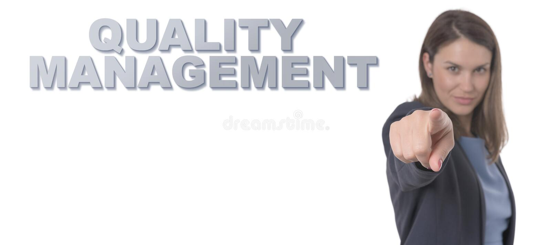 Femme d'affaires dirigeant la GESTION DE LA QUALITÉ des textes image libre de droits