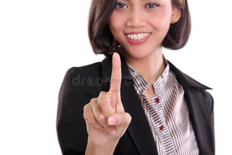 Femme d'affaires dirigeant le doigt au plan rapproché d'écran image stock