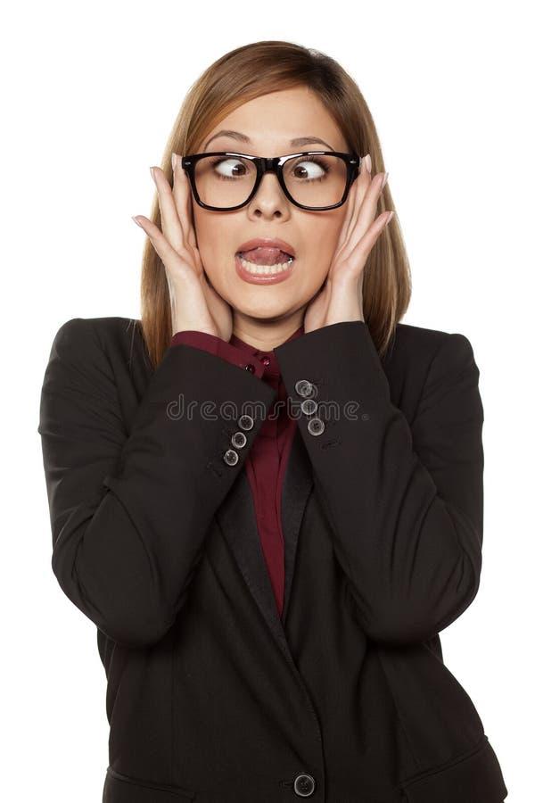 Femme d'affaires drôles? d'isolement sur le blanc images libres de droits