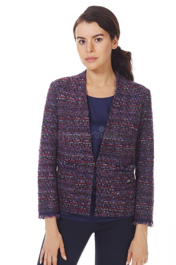 Femme d'affaires en veste officielle en laine avec ceinture fermée photo images stock