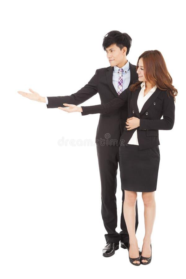 Femme d'affaires et homme d'affaires avec montrer le geste photographie stock libre de droits